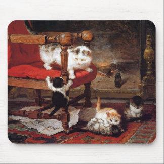 Gatos del vintage por la chimenea alfombrillas de ratones