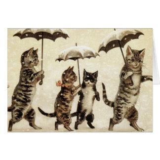 Gatos del vintage que caminan en la nieve tarjeta de felicitación