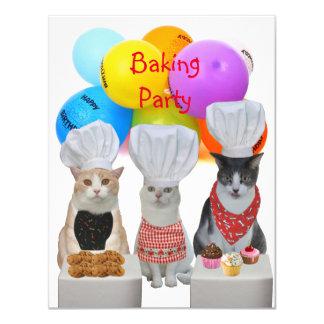 """Gatos divertidos adaptables que cuecen la invitación 4.25"""" x 5.5"""""""