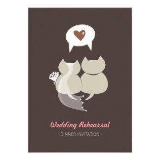 Gatos divertidos del dibujo animado que casan la i