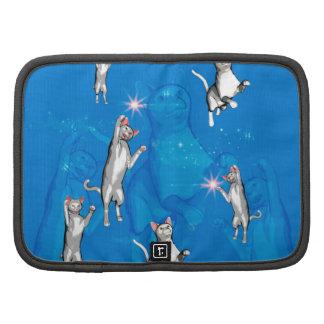 Gatos divertidos del dibujo animado que juegan organizador
