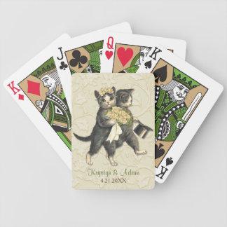 Gatos elegantes que casan la marfil barajas de cartas