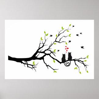 Gatos en amor con los corazones rojos en árbol de  póster