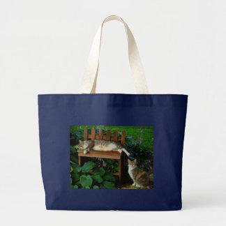 Gatos en el jardín bolsa tela grande