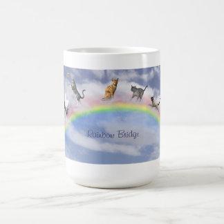 Gatos en el puente del arco iris tazas de café