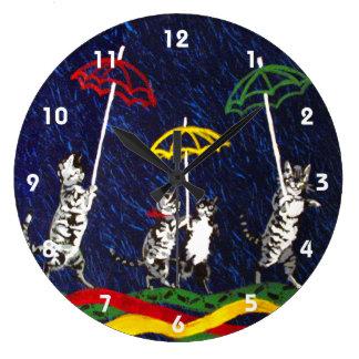 Gatos en la lluvia relojes de pared