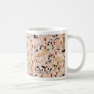 Gatos en las cincuenta y tres estaciones del taza de café