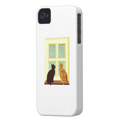 Gatos en una ventana iPhone 4 carcasas