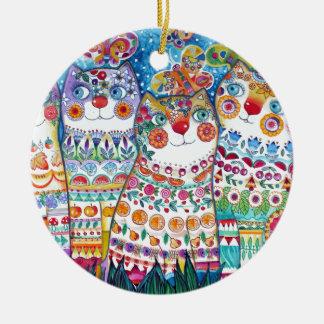 Gatos felices del verano adorno navideño redondo de cerámica