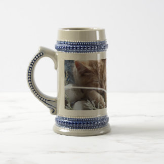 Gatos frescos de la nieve, dos gatitos en amor, pa tazas de café