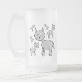 Gatos grises lindos. Historieta del gato Tazas De Café