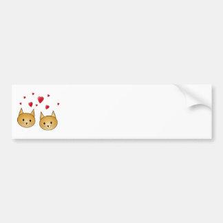 Gatos lindos del jengibre. Con los corazones rojos Pegatina Para Auto