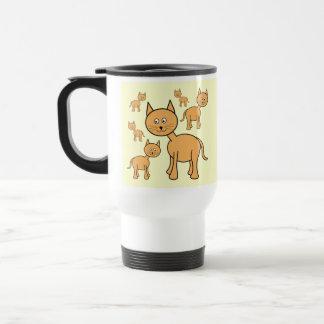 Gatos lindos del jengibre. Historieta anaranjada d Taza