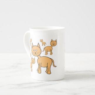 Gatos lindos del jengibre.  Historieta del gato Taza De Porcelana