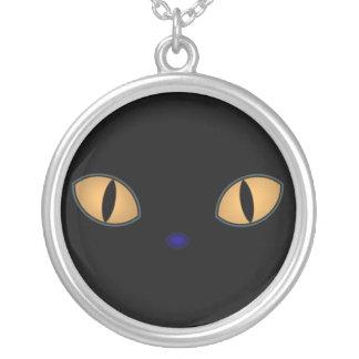 Gatos negros con los ojos anaranjados grandes colgante redondo