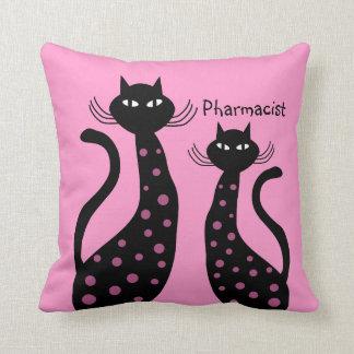 Gatos negros de la almohada del farmacéutico