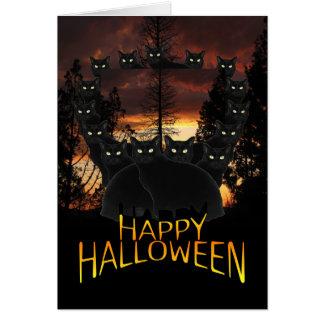 Gatos negros en la tarjeta de Halloween de la patr