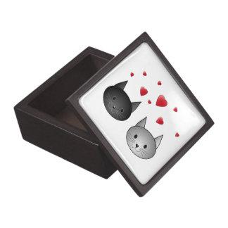 Gatos negros y grises lindos, con los corazones caja de recuerdo de calidad