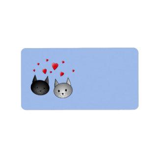 Gatos negros y grises lindos, con los corazones etiqueta de dirección