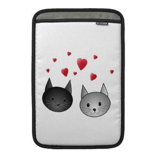 Gatos negros y grises lindos, con los corazones fundas para macbook air