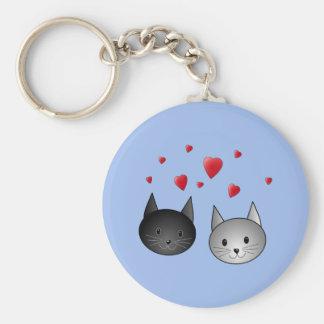 Gatos negros y grises lindos con los corazones llavero personalizado