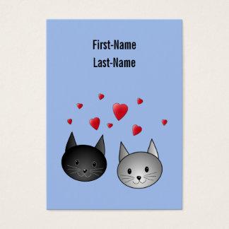 Gatos negros y grises lindos, con los corazones tarjetas de visita grandes