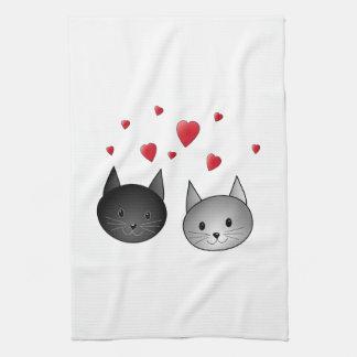Gatos negros y grises lindos, con los corazones toallas