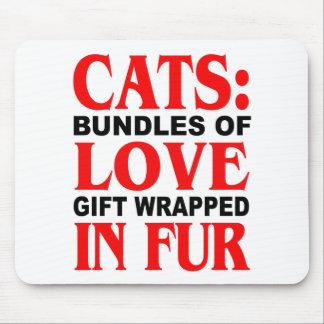 Gatos: Paquetes de regalo del amor envueltos en pi Alfombrilla De Ratón