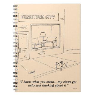 Gatos que agarran los muebles libros de apuntes