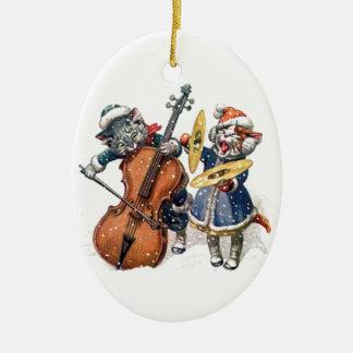 Gatos que juegan música del navidad en la nieve adorno navideño ovalado de cerámica