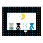 Gatos que miran la luna - postal