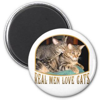 Gatos reales del amor de los hombres imán redondo 5 cm
