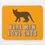 Gatos reales del amor de los hombres alfombrillas de ratones