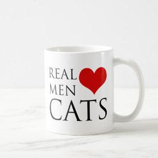 Gatos reales del amor de los hombres taza básica blanca
