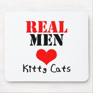 Gatos reales del gatito del corazón de los hombres tapete de raton