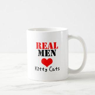 Gatos reales del gatito del corazón de los hombres taza