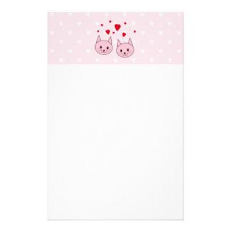 Gatos rosados con los corazones del amor papelería