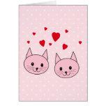 Gatos rosados con los corazones del amor tarjeta