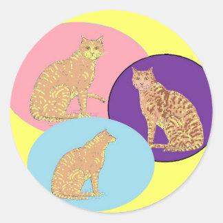Gatos, tres, en productos de los varios pegatina redonda