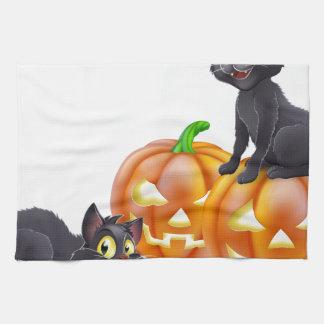 Gatos y calabazas de Halloween Toalla De Cocina