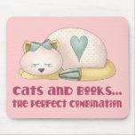 Gatos y camiseta lindos de los libros tapetes de ratones