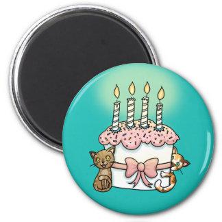 Gatos y cumpleaños de la torta imán redondo 5 cm
