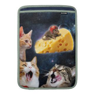 Gatos y el ratón en el queso funda  MacBook