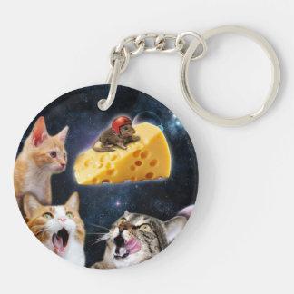 Gatos y el ratón en el queso llavero redondo acrílico a doble cara