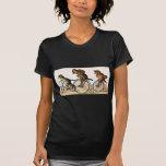 Gatos y perro del vintage en una bici camisetas
