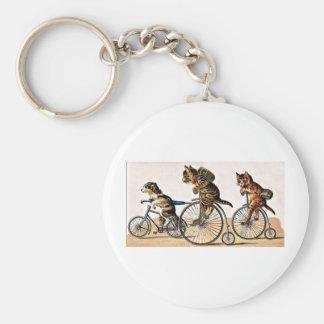 Gatos y perro del vintage en una bici llavero redondo tipo pin