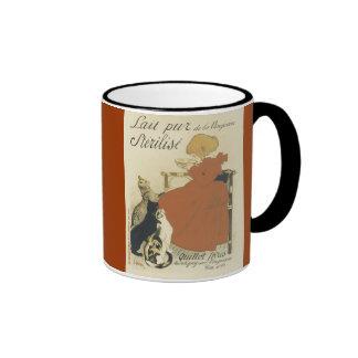 Gatos y taza de café francesa del chica