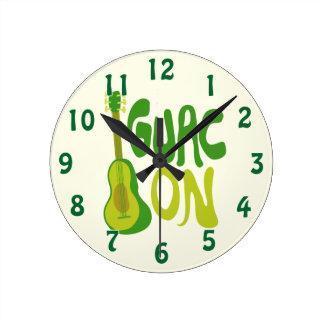 Gauc On! Round Clock