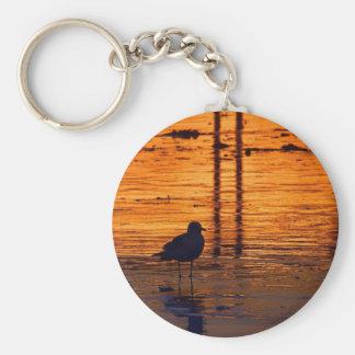Gaviota de la puesta del sol llavero redondo tipo pin