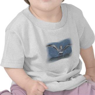Gaviota del vuelo posterized camisetas